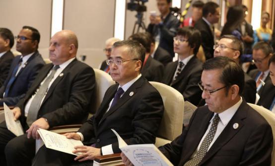文化部副部长项兆伦在第三届世界互联网大会期间接见葫芦娃集团创始人唐正荣