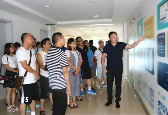 贵州六盘水党政考察团一行到访葫芦娃集团考察交流