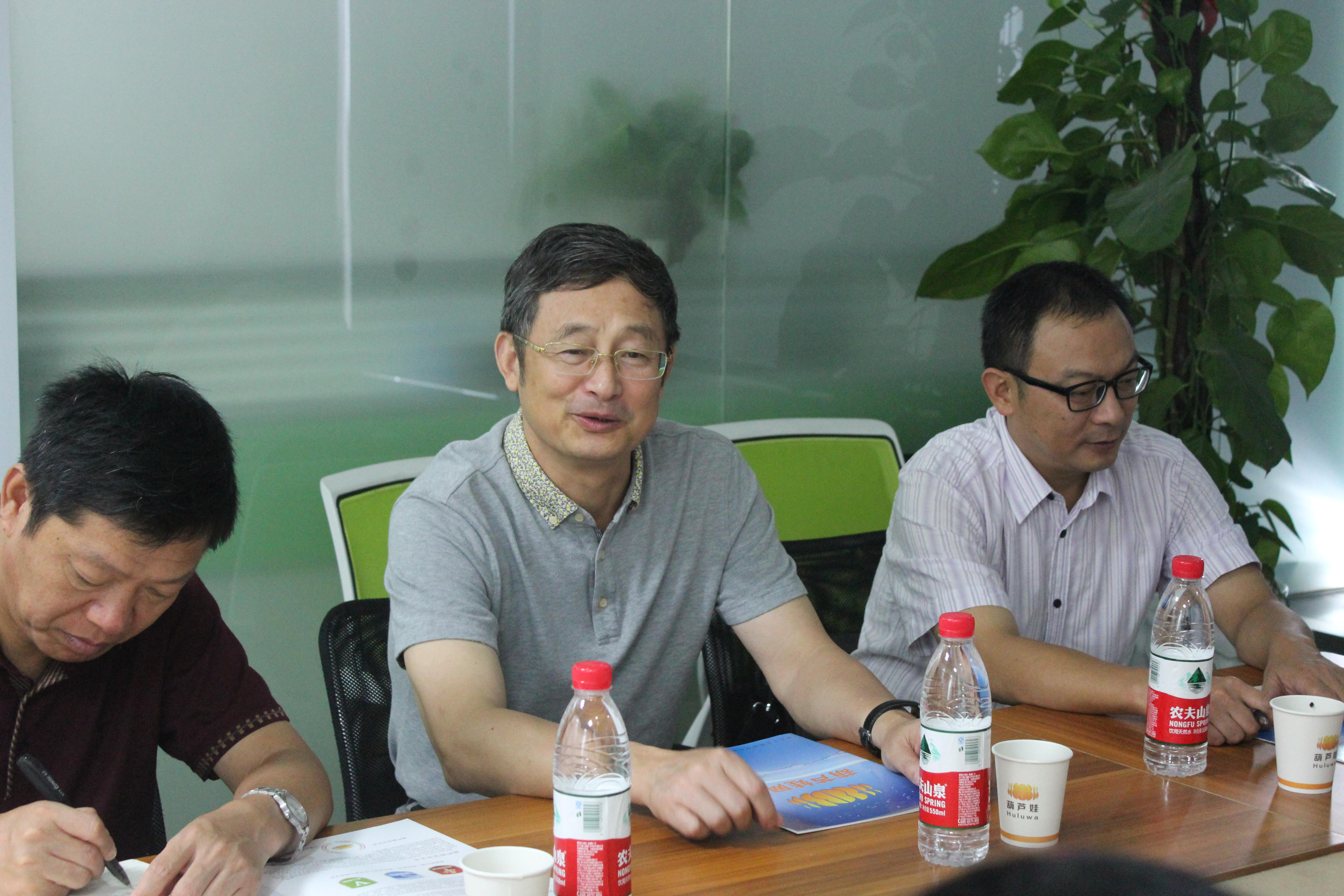 黄山学院党委副书记、纪委书记叶军一行到葫芦娃网络考察指导